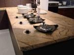 Луксозен кухненски плот - изработен от травертин