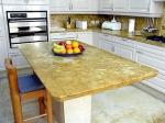 Проектиране и изработка на висококачествен кухненски плот от травертин